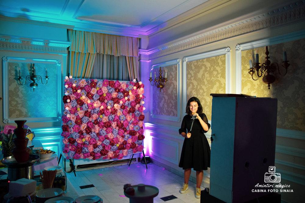 How I made my own paper flower wall for a photo booth event via www.monicabadiu.com