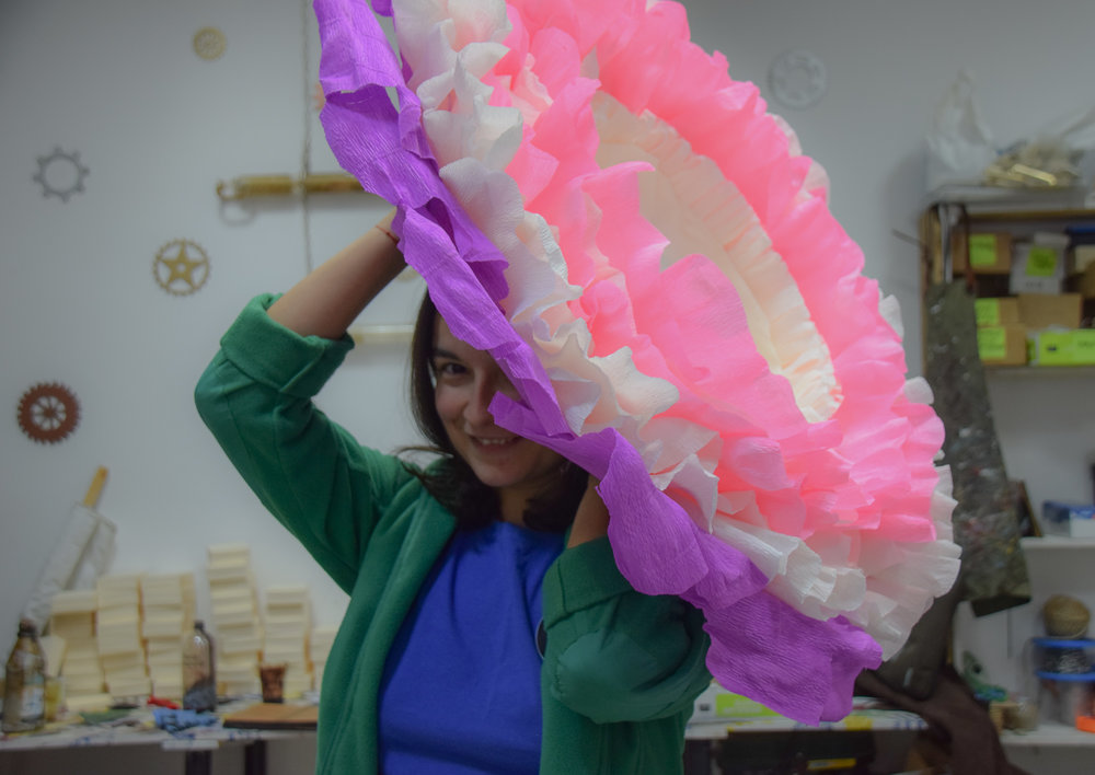Photography Prop: Huge Crepe Paper Flower - See more at www.monicabadiu.com/diy