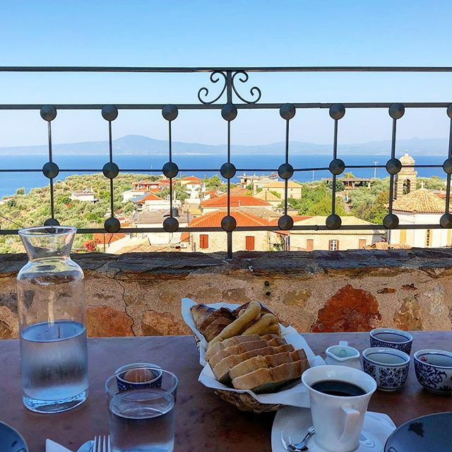 Breakfast on the veranda. Decent view. @katelynnmullen