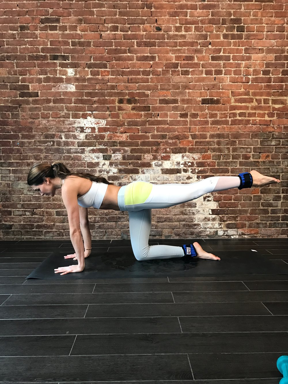 knee to elbow with weights 1 .JPG