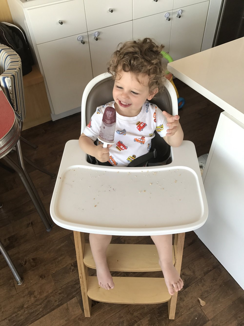 I love this highchair and for those of you asking, you can shop this highchair directly (Click Here).