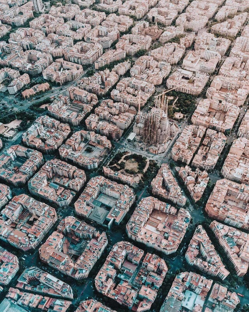 viralthings :    Barcelona from sky