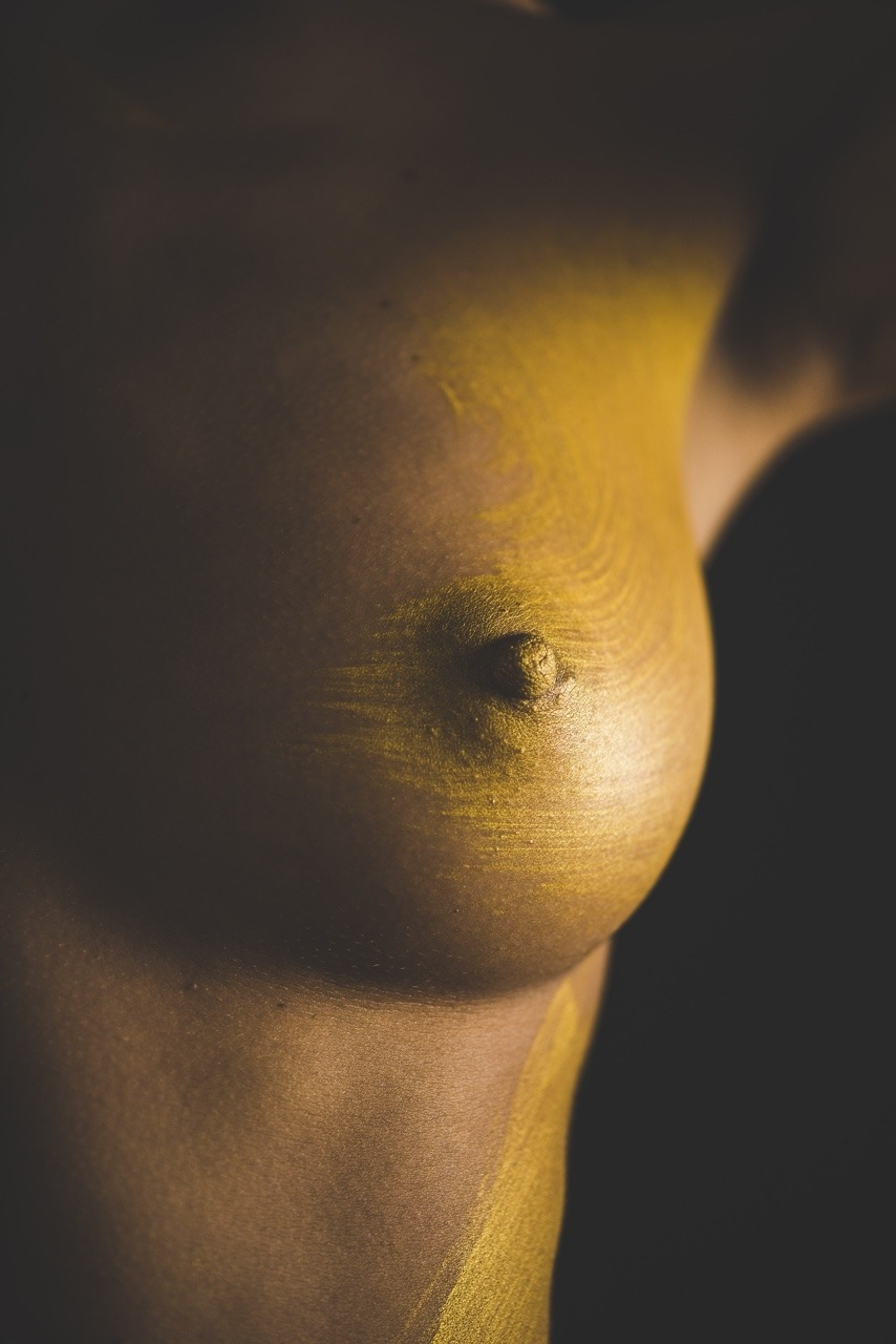 sneak peek. #paintonskin #model #female #freethenipple #artisticnude #nudeisnormal #thefemaleform #gold #nikon #d810 #adobe #lightroom #bodypaint