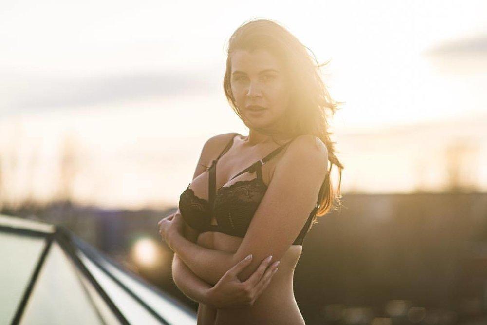 nothing like a warm embrace.    thank you @olgakaminska   #sunset #winter #lingerie #female #model #polish #brunette #berlin #studiobatterie #coldasfuck #toughcookie #beautifulwoman #sensual #🔥 #💪🏽 #😍 #📸 #💃🏻 #🍑  (at Berlin, Germany)