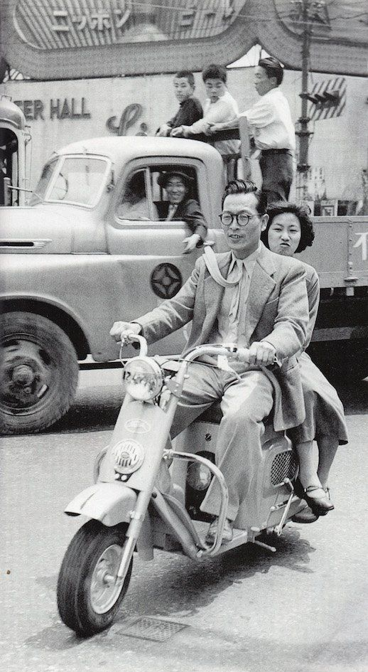 taishou-kun :     Couple in scooter  -  Japan  - 1953   Source  Twitter @showaspotmegri