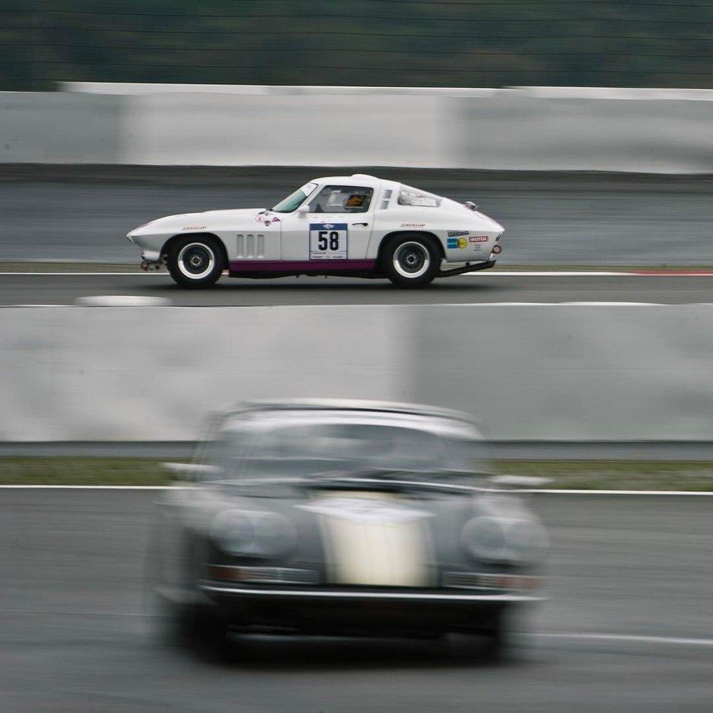 Vroooom.  .  #automotivephotography #instacars #classiccarracing #corvettec2 #corvette #c2 #corvetteracing #porsche911 #porsche #nürburgring #greenhell #thegreenhell #thering #classiccars #🚗💨 #💪🏼 #😈  (at Nürburgring)