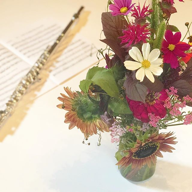Love the wild flowers from @buttermilkfalls my local CSA! . . . . . . . . . . . . #music #flute #soprano #brannen #silver #photographer #minneapolis #picoftheday #musician #flutist #musiclife #musicien #musicienne #fluteteacher #fluteplayer #altoflute #yamaha #oboe #clarinet #violin #woodwind #bevani  #nativeamericanflute