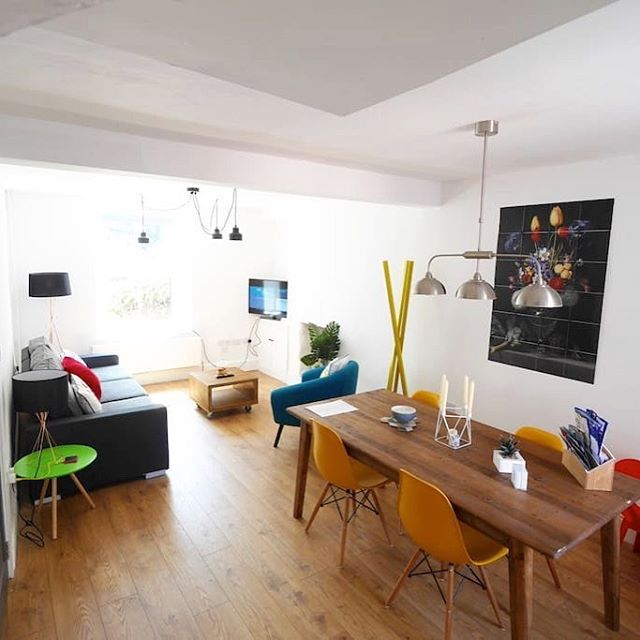 Bright and cheerful living/ dining room #ixxi #nabrusofas #eames #interiordesign #kendal #holidaylet #cumbria