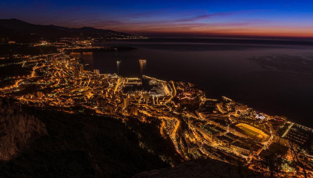 Monaco - Coucher de soleil - Cette vue de Monaco s'est faite remarquer lors d'un concours portant sur les villes au coucher de soleil.