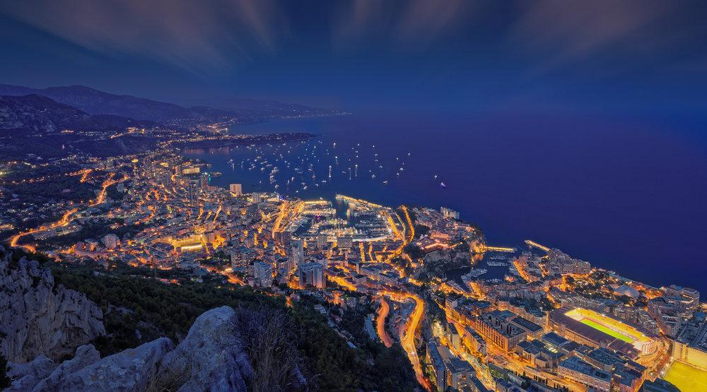 """Monaco - Heure bleue - Finaliste du concours """"Incroyable point de vue"""" sur Viewbug , cette photo s'est aussi distinguée sur le site américain Fstopper.com en étant choisie PotD (Pic of the Day) le 26 septembre 2018."""