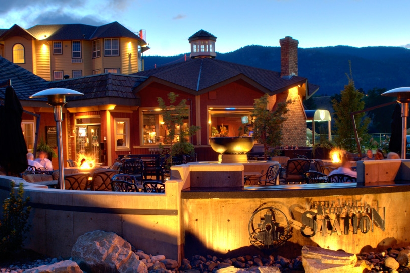 outdoor-ramada-penticton-hotel003.jpg