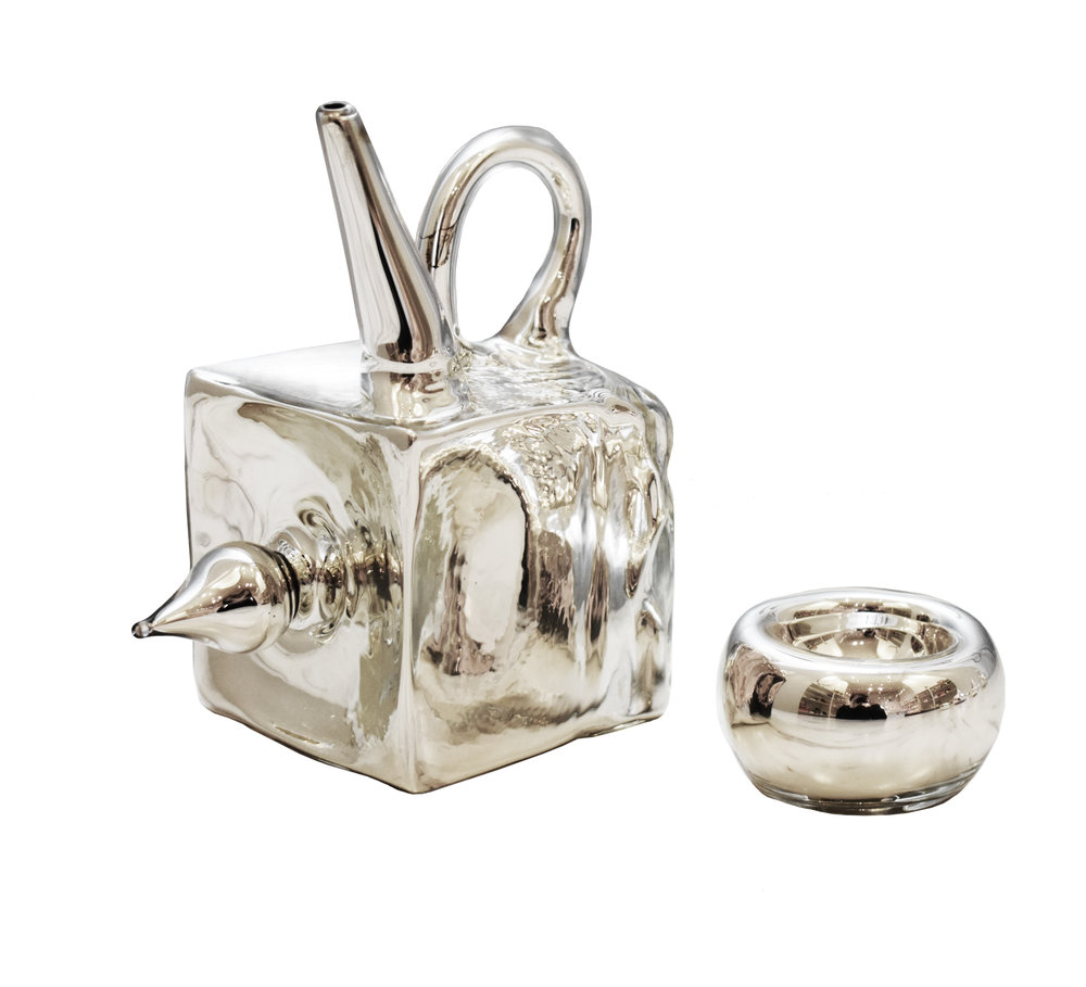 Mirrored Teapot + Cup I