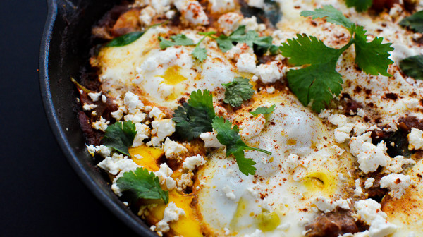 Tip: If you like your feta to be a bit more melted, add feta in immediately after eggs.