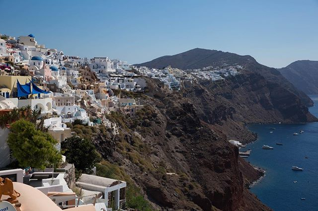 Santorini 🇬🇷 #3GGP #santorini #greece #discovergreece #thira #passionpassort #oia #cyclades #ig_greece #europe #eurovacation #bucketlist #travel #instatravel #travelgram #views #wanderlust #ilovetravel #igtravel #travelblog #travelpics #travelphoto  #LoveToTravel #TravelDiary  #ABMTravelbug #WheretoFindMe  #BeautifulDestinations #TravelInBetween