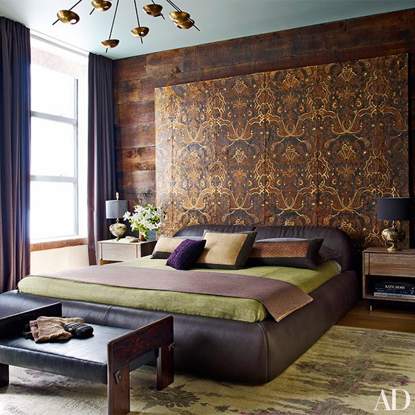 Love the gilded leather screen that's used as backdrop, it adds a little bit of a traditional touch.