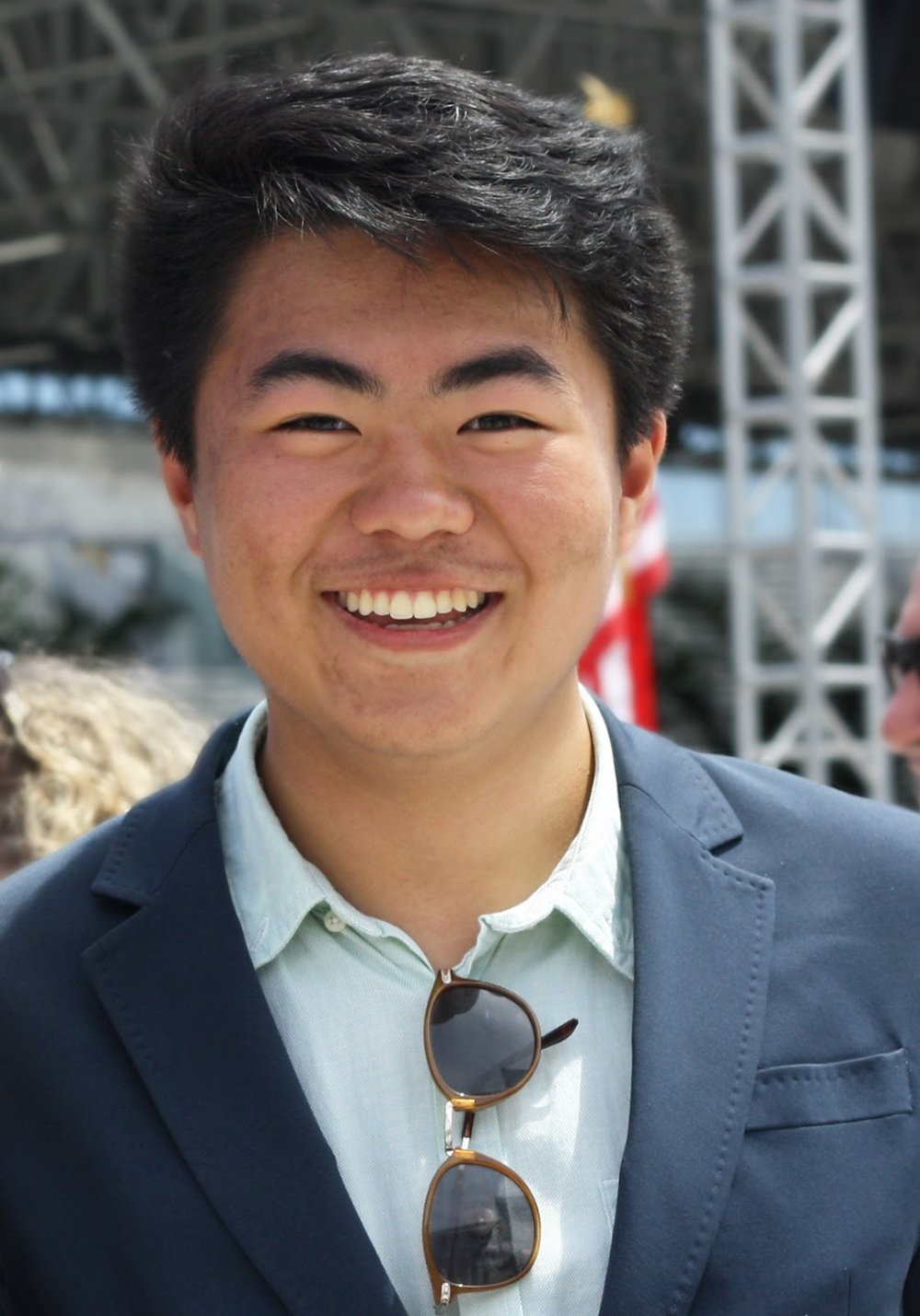 Tommy Li: @lommyeats - Tommy is a rising sophomore at Northwestern studying Computer Science and Cognitive Science. He started a food Instagram in May 2017, and has been documenting what he eats in Evanston and Chicago while interning this summer at a digital marketing agency in River North. Though he can't pick an all-time favorite Evanston restaurant, he can be found at Cupitol and Naf Naf more often than he should be!