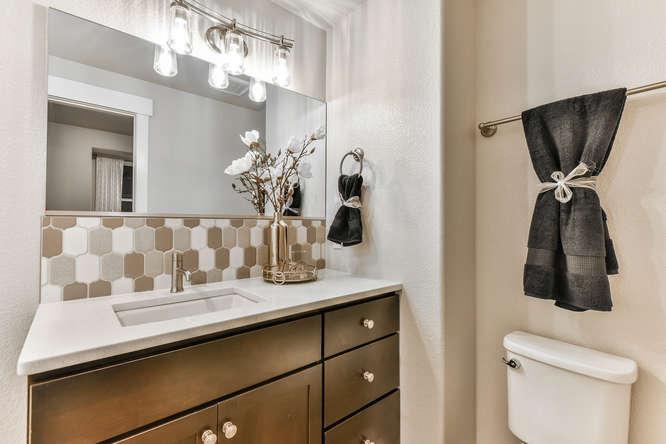 1026 W Mountain Ave Fort-small-034-23-Bathroom-666x444-72dpi.jpg
