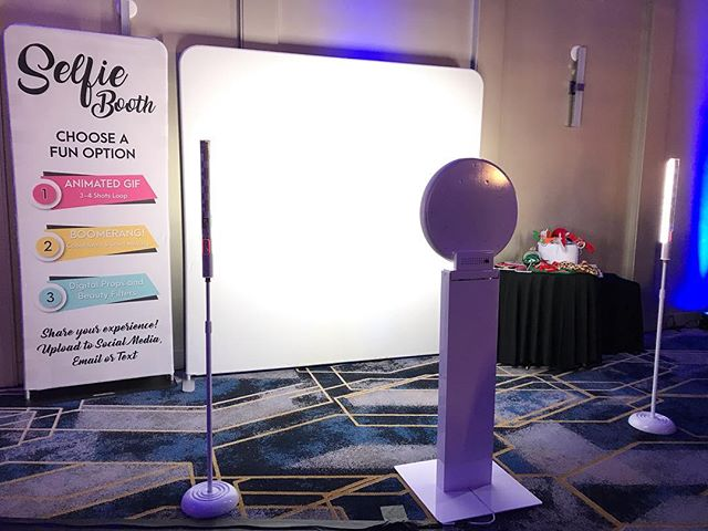 Our Selfie GIF Booth is looking sleek tonight! 📸
