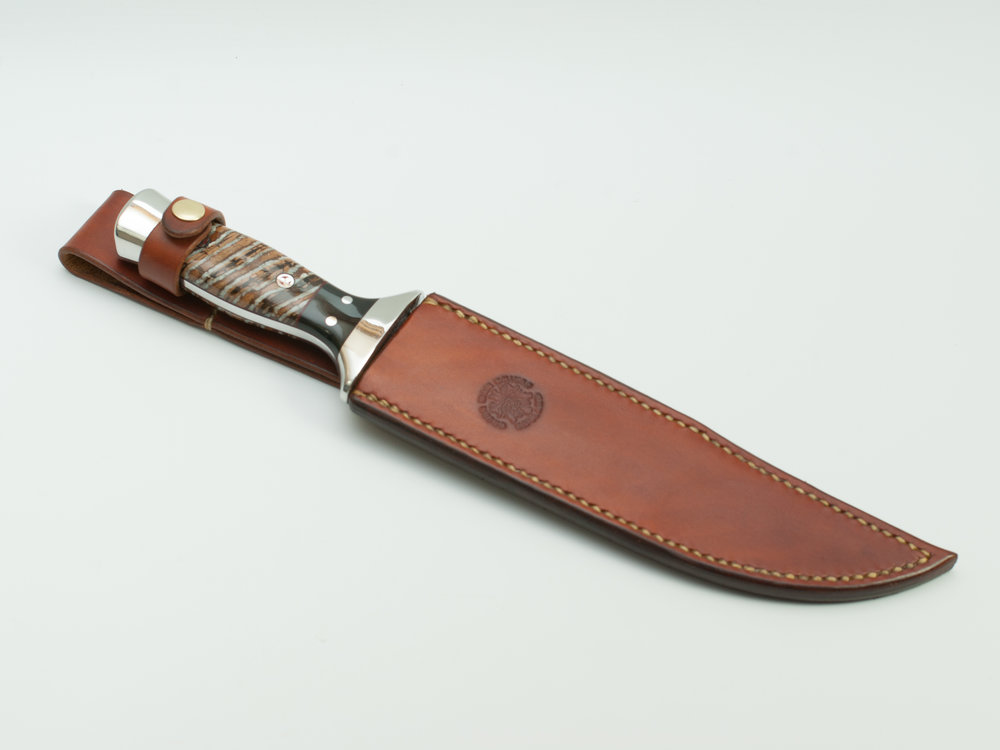 Marines Hunter in it's hand dyed and hand stitched sheath made from full grain, vegetable tanned, 8oz tooling shoulder - the best cow leather available.