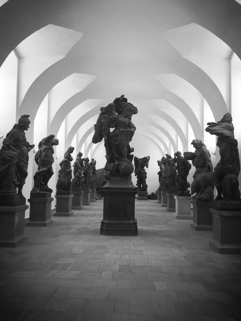 sochy Ctností a Neřestí