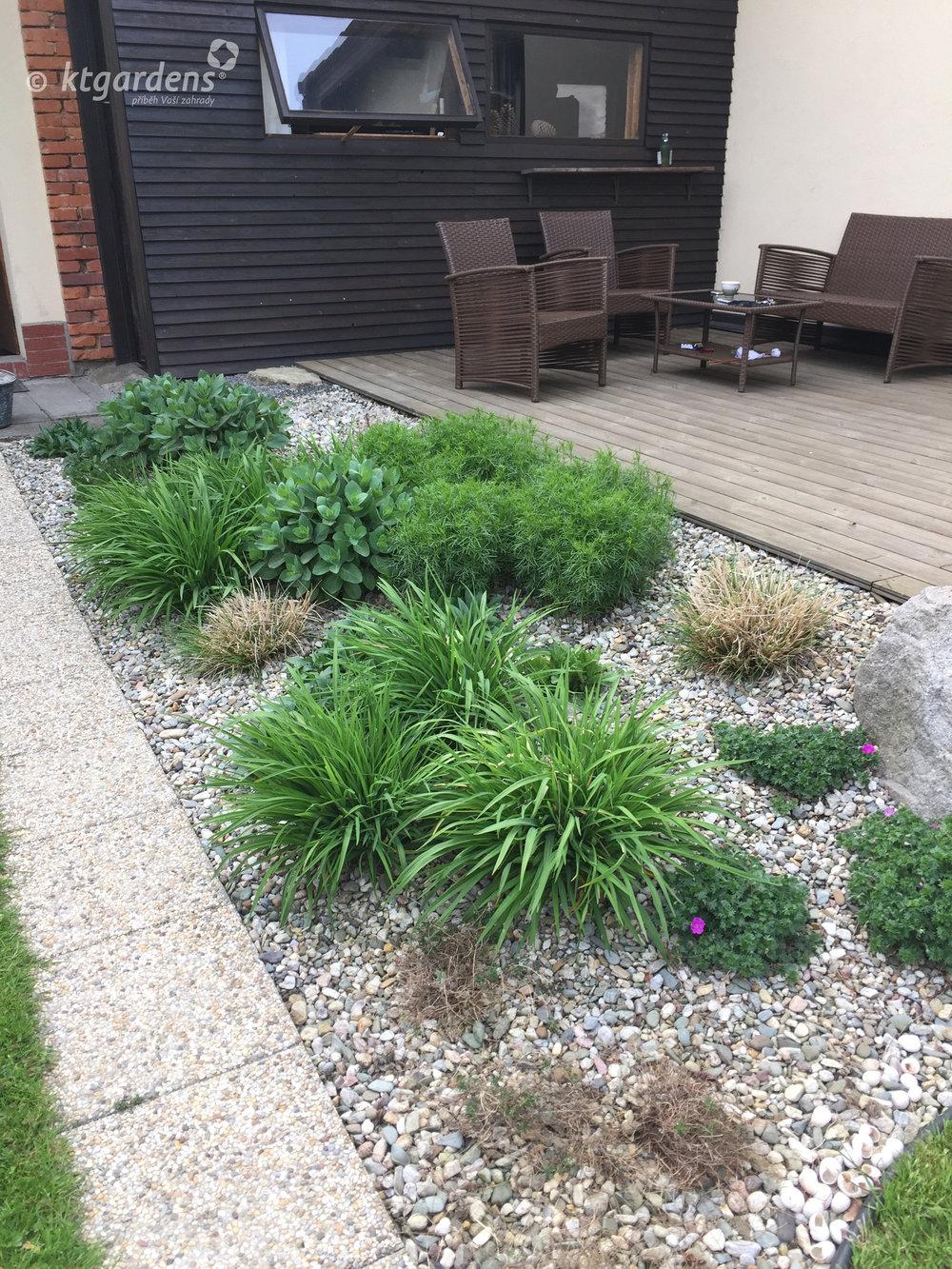 zahrada v Zelinkovicích, ktgardens, Monika Kořená, trvalkový záhon, terasa