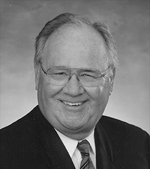 E. Neil McKelvey was born in Saint John in 1925. He served in Europe in World War II and graduated from Dalhousie Law School in 1949. After graduating he came home to Saint John and in 1955 he helped around the firm of McKelvey, Macaulay, Machum. In 1990 the firm merged to create Stewart McKelvey Stirling Scales (later renamed Stewart McKelvey) - Atlantic Canada's largest law firm.     E. Neil McKelvey est né à Saint John en 1925. Il a servi dans l'armée en Europe pendant la Deuxième Guerre mondiale eta terminé ses études en droit à Dalhousie University en 1949. Il est rentré à Saint John après ses études et en 1955, il a participé à la fondation du cabinet McKelvey, Macaulay, Machum. En 1990, le cabinet a fusionné avec d'autres pour créer Stewart McKelvey Stirling Scales (rebaptisé par la suite Stewart McKelvey), le plus grand cabinet d'avocats en Atlantique.