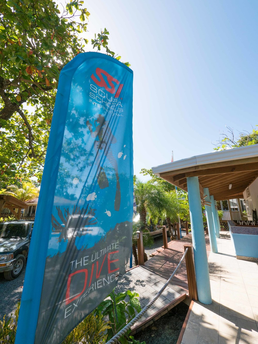 Tobri Divers Resort Roatan dive center