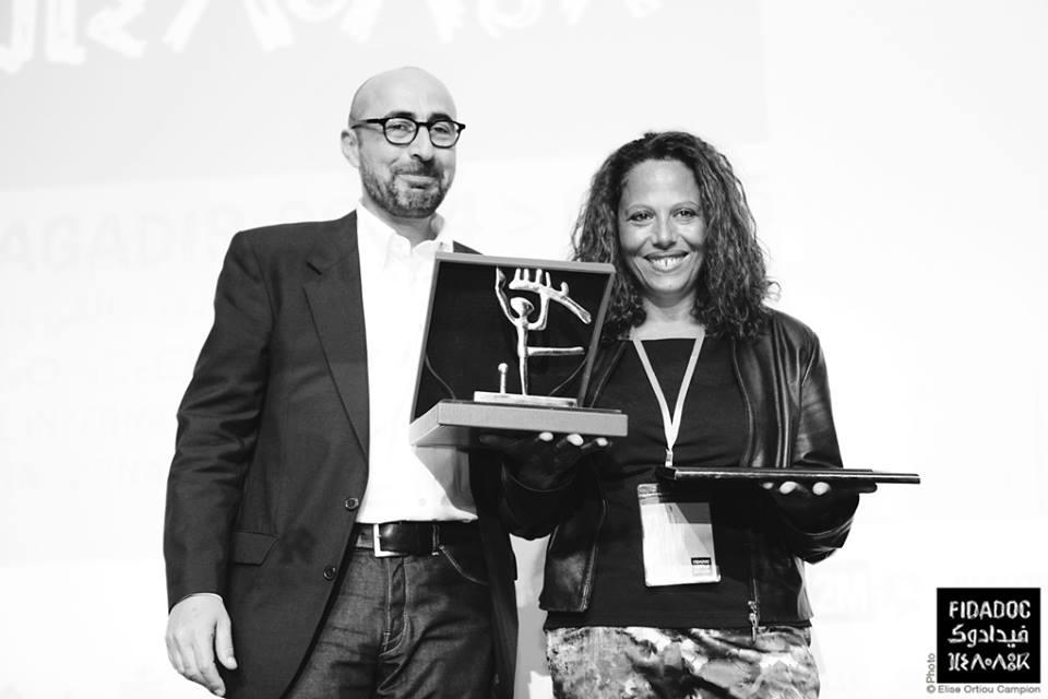 """Prix coup de coeur de 2M en 2014, remis par Reda Benjelloun à Dalila Ennadre pour """"Des murs et des hommes"""""""
