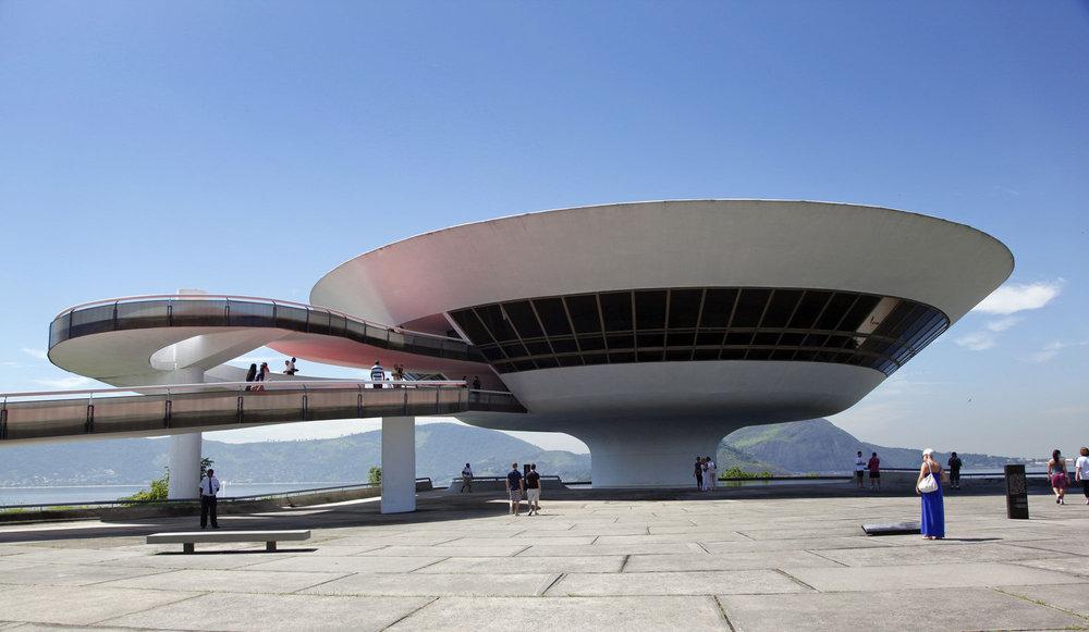 Oscar Niemeyer - Le Musée d'Art Contemporain de Niterói, près de Rio. (Photo: Clarissa Cavalheiro/Reuters)