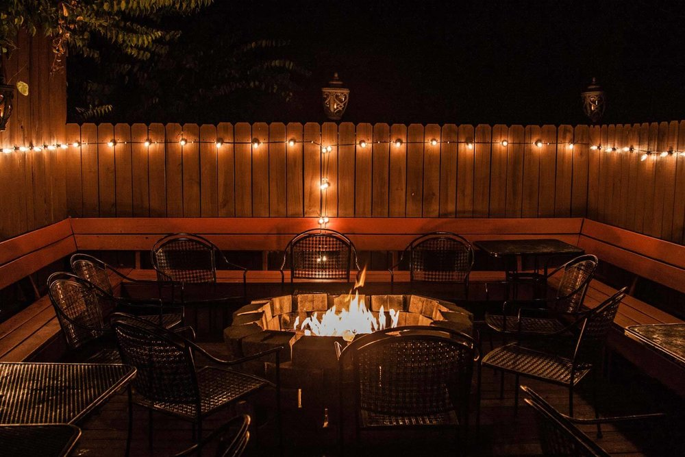 Mafiaozas-pizzeria-outdoor-fire-pit-seating.jpg
