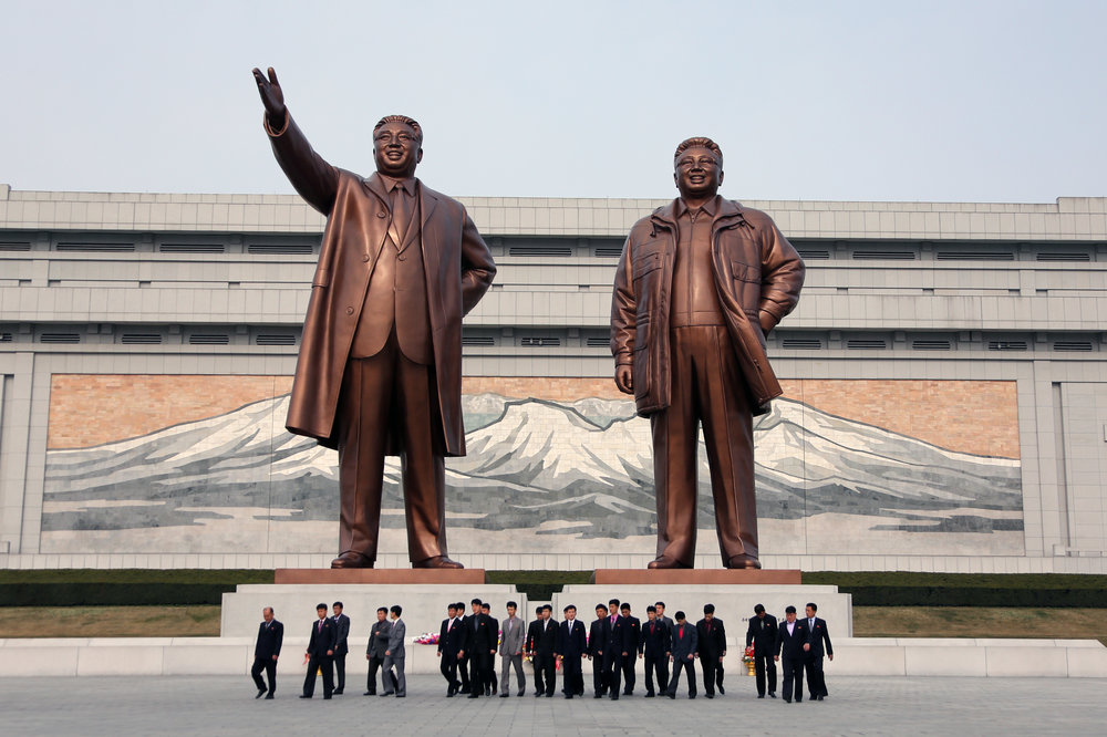 The entire DPRK Team lays flowers and bows before the statues of Kim Il Sung and Kim Jong Il at Mansudae in Pyongyang before departing for Beijing.