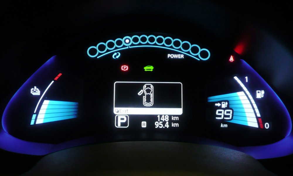 Nissan_Leaf_Dashboard_Display_2.JPG