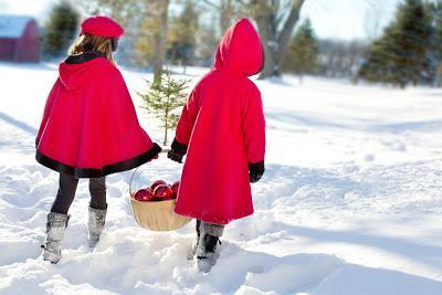 Christmas Girls by Jill111 @ pixabay