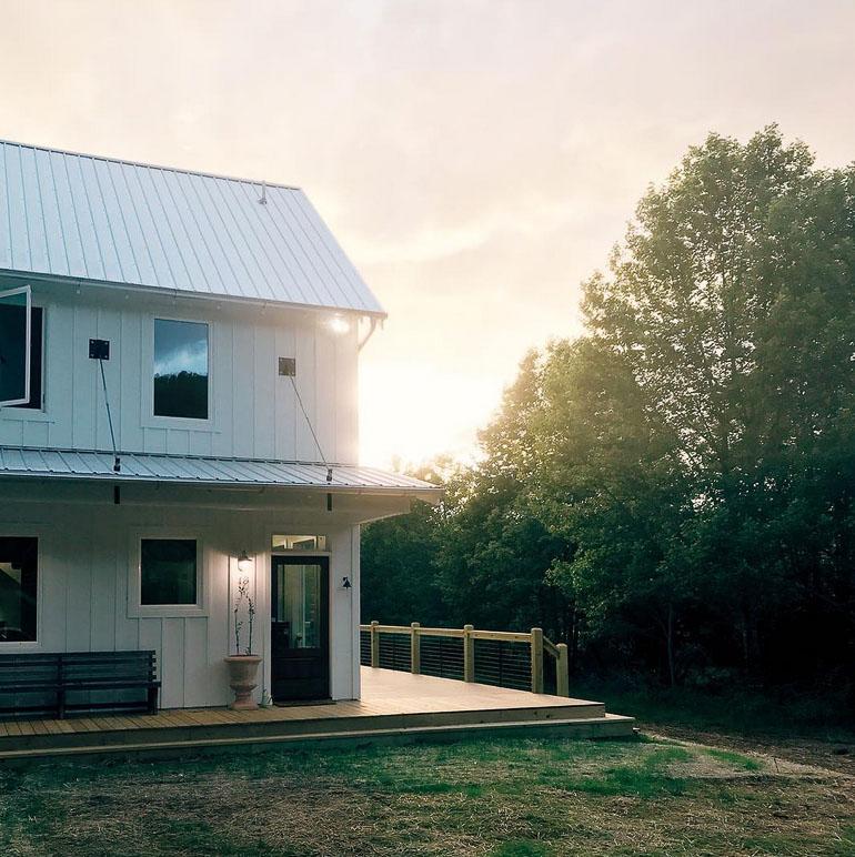 farmhouse-charm-north-carolina-photo-studio-photography-natural-light-lifestyle-photo-28.jpg