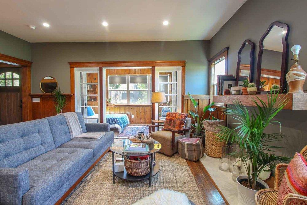 sunny-retreat-home-studio-los-angeles-california-natural-light-photo-studio-rental-3.jpg