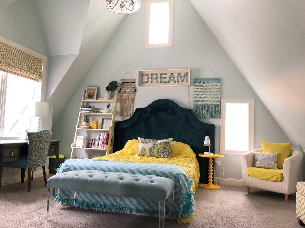 Contemporary-Charm-Illinois-natural-light-photography-studio-lifestyle-photo-ideas-indoor-photoshoot-location-38.jpg