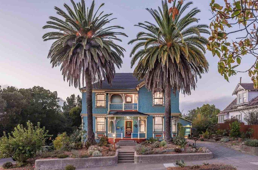 Petaluma-Place-natural-light-photography-studio-lifestyle-photo-ideas-indoor-photoshoot-location-1.jpg