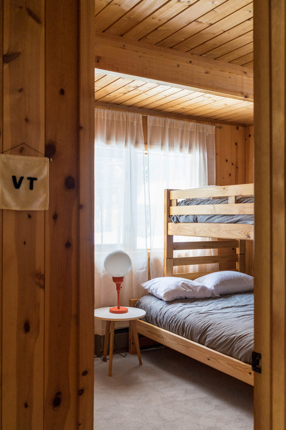 CabinGoals-WardsboroVT-natural-light-photography-studio-lifestyle-photoshoot-location-editorial-commercial-photography-16.jpg