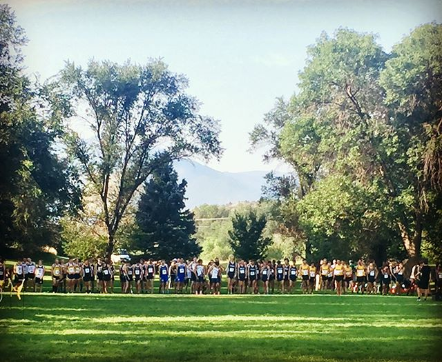 It's cross country season y'all! Congrats to all the guys who raced last Saturday in their season opener at the #coloradocollege invite! I think takin 5th deserves a high five! 🤚🏽#ozac #2legit2quit