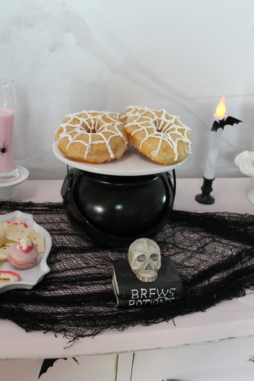 Delicious Spider Web Donuts for Halloween 01- SugarPartiesLA