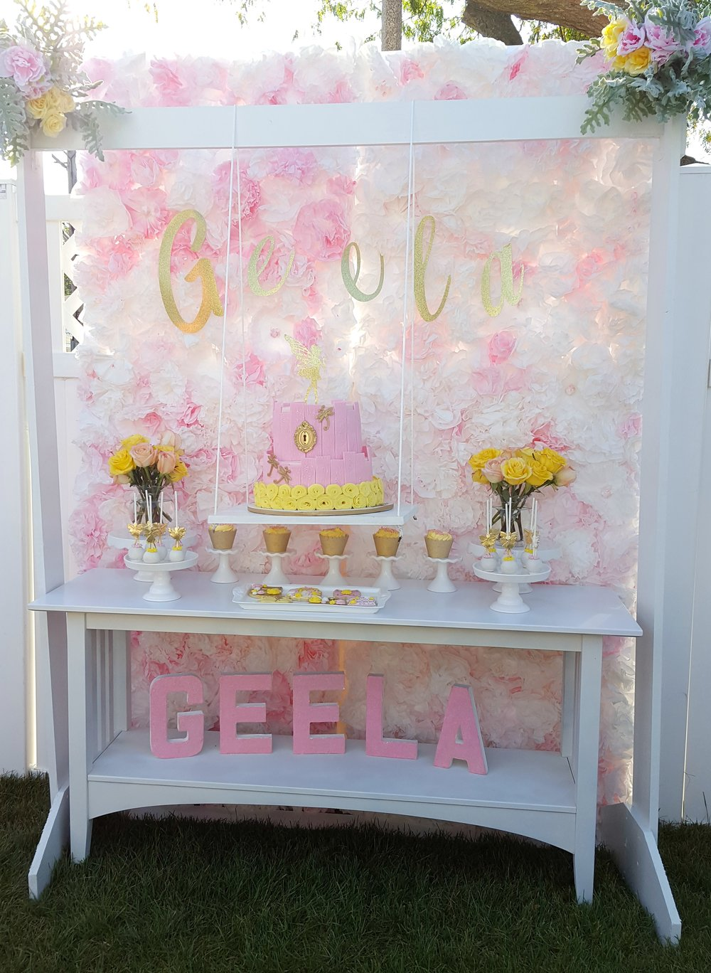 Can we talk about how gorgeous this garden party is that Goldie over at  Pretty Twinkle Party  styled for her daughters birthday. I was so thrilled to be able to collaborate with her and create custom decorations for her daughters party. Check it out.