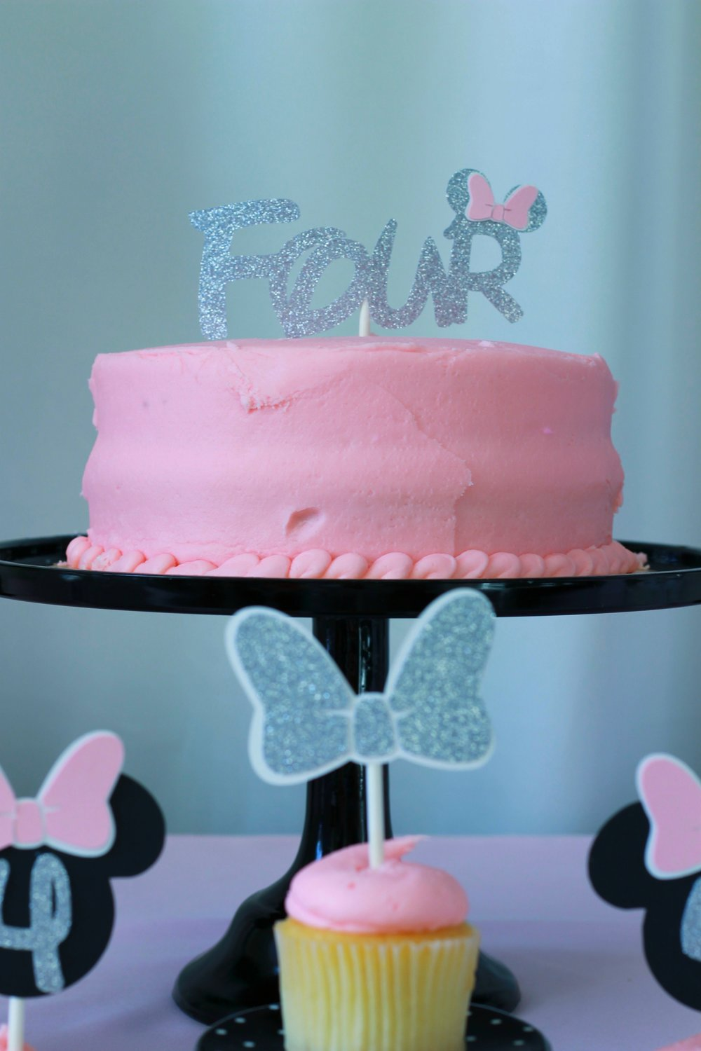 Minnie Cake Topper-Minnie Mouse-www.SugarPartiesLA.com.jpg