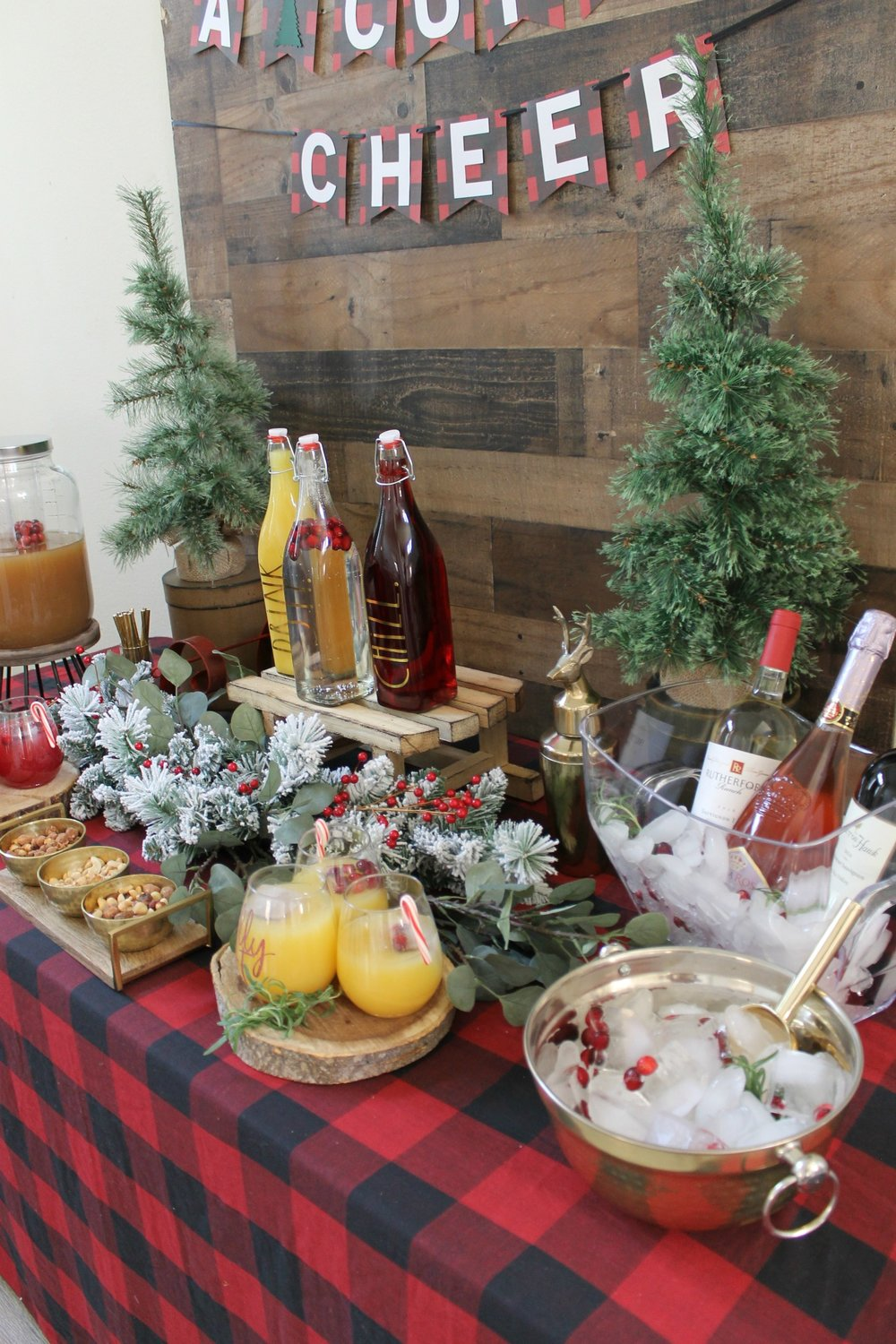 Holiday Drink table-Christmas party-www.sugarpartiesla.com .jpg
