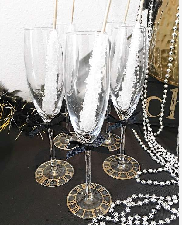 Pop,Fizz and Clink-Happy New Year-New Year eve party-New Year Toast Table-Champagne Toast-New Years Eve Party-Black white and Gold New Year eve party-New Year Drink Ideas-www.SugarPartiesLA.com