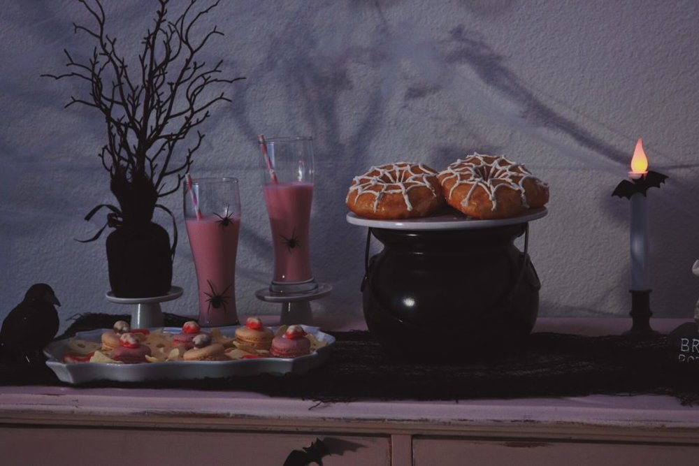 Halloween-Table-Crow-and-Skulls-Pink Halloween-Halloween Dessert Ideas-Halloween Pink Decor-Halloween Party Ideas-Halloween Dessert Table-www.SugarPartiesLA.com