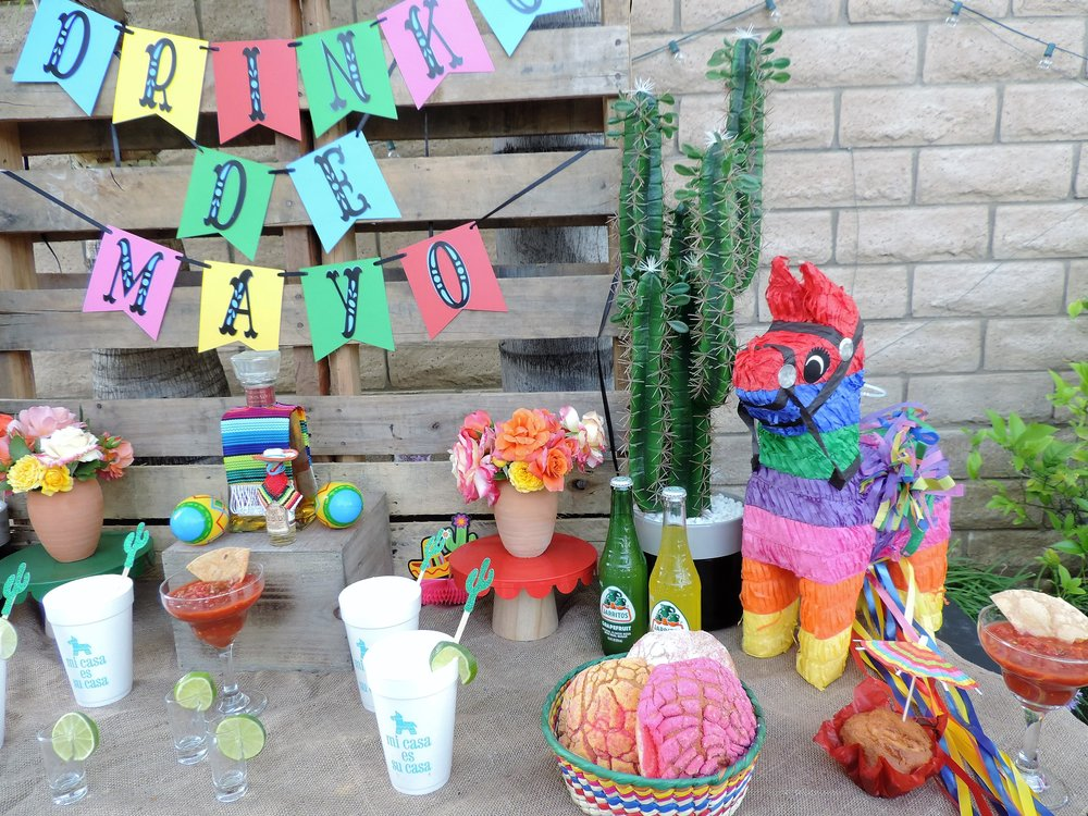 Fiesta Pinata-Tequila Party Table-Cinco De Mayo Party-Tequila Party-Fiesta Party-Fiesta Drink Table-Tequila Party Ideas-Drinko De Mayo-Cinco De Mayo Party Idea-Mexican Theme Party-Fiesta-Cinco De Mayo Party Ideas and Decor-Taco Party-www.SugarPartiesLA.com