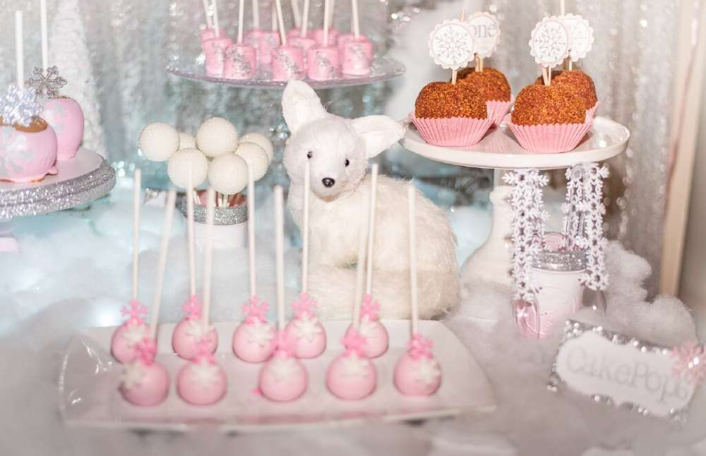 Winter Onederland-First Birthday Party-Winter ONEderland First Birthday party-Winter themed birthday-Frozen Birthday Party-Winter Party Ideas-Winter First Birthday Party-Winter Dessert Ideas-Cake Pops-www.SugarPartiesLA.com