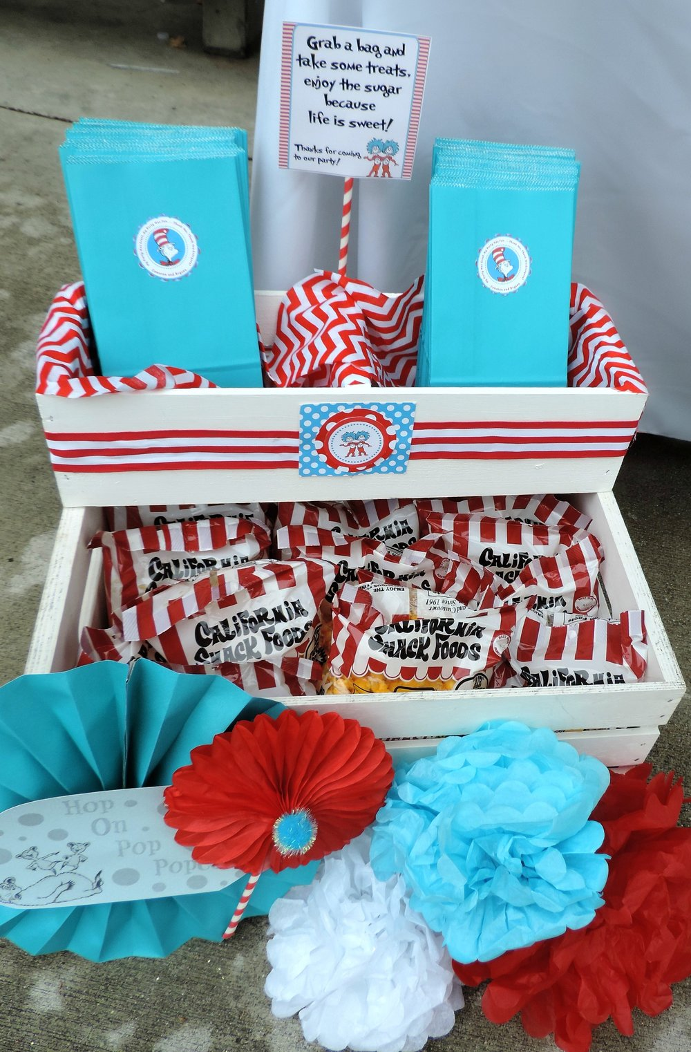 Dr.Suess Treat Bags-Dr.Suess Labels-.Dr.Suess Birthday-Thing 1 Thing 2 Birthday Party-Dr.Suess Birthday Party Ideas-Thing 1 and Thing 2 Party Ideas-Park Birthday-Double Birthday-First Birthday Ideas-Twins Birthday Theme-Dr.Suess Party Decor-Dr.Suess Dessert Ideas-Thing 1 Thing 2 Dessert Ideas-www.SugarPartiesLA.com