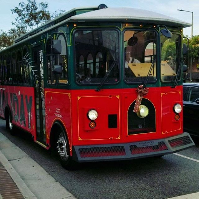 Be sure to visit Brand Blvd. in Glendale to see our designs on the Glendale Holiday Trolley! Here LA designed the trolley graphics and the temporay wayfinding signs posted along the boulevard. Swipe for more!