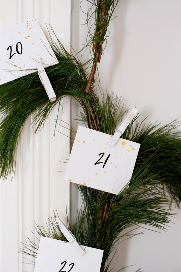 Advent Garland/Wreath (free printable!) by Oh My Deer | My Favorite Advent Calendars - Ashley Danyew